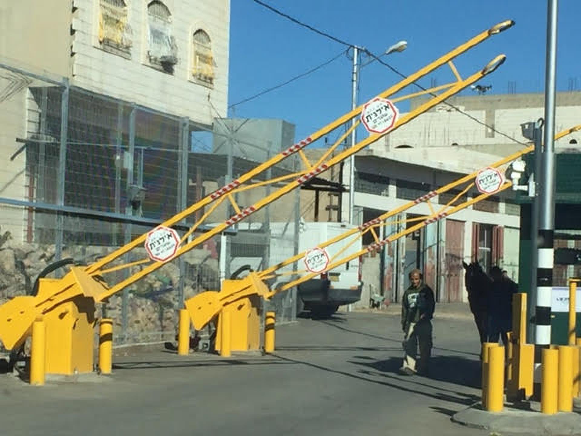 המחסום החדש בשכונת קפישה והחסימה שנשארה