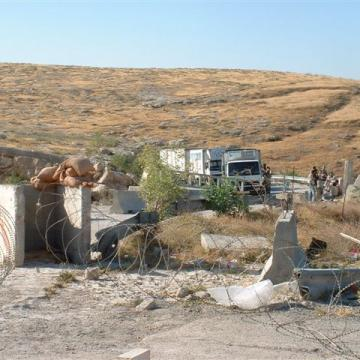 Wadi Nar/The Container checkpoint 28.05.2003
