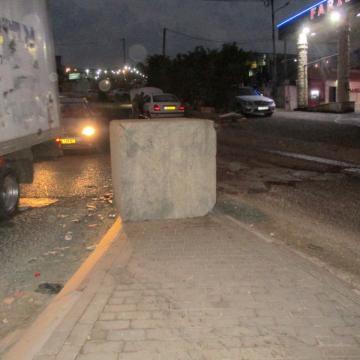 בטונדה במרכז כביש הכניסה המזרחית לחיזמא