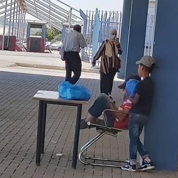 ילדים מוכרים מסכות